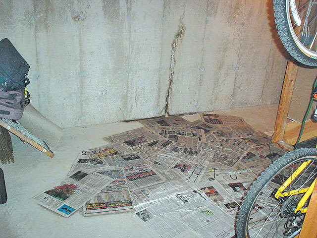 Leaking wall crack ... & Basement Floor u0026 Wall Crack Repair | Repair Leaking Cracks in ...